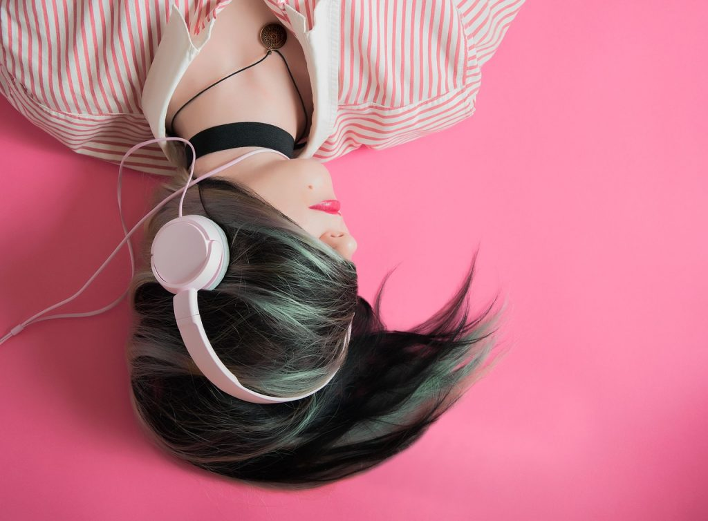 Wygoda słuchania – jak wybrać komfortowe słuchawki?